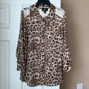 Iz Byer Juniors M cheetah blouse
